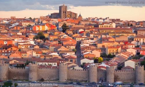 Красивый вид на город Авила