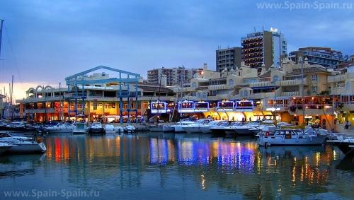 Красивый вид на город Бенальмадена