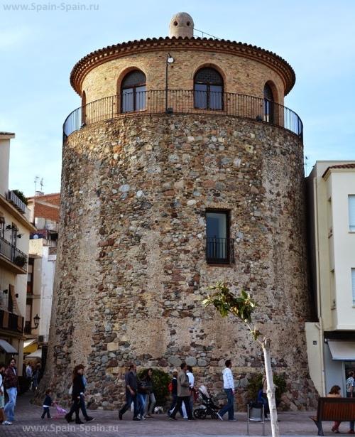 Сторожевая башня порта в Камбрильсе