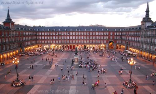 Площадь Пласа-Майор в Мадриде