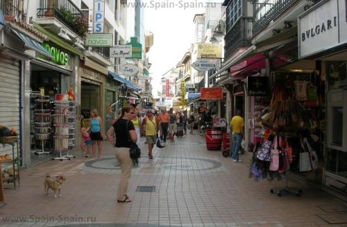 Улица Calle San Miguel в Торремолиносе