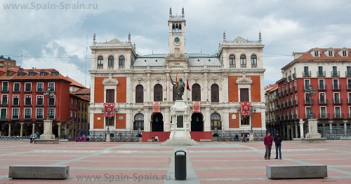 Площадь Пласа-Майор в Вальядолиде