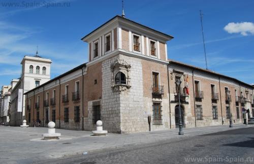 Королевский дворец Пиментель в Вальядолиде